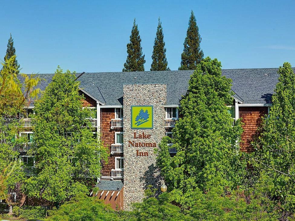 Lake Natoma Inn exterior through trees